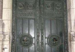 La porte fermée du temple